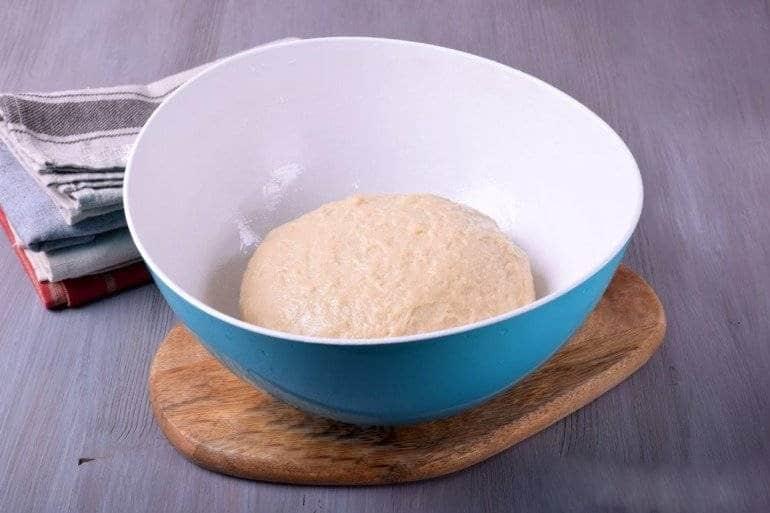 Мягкое тесто в миске