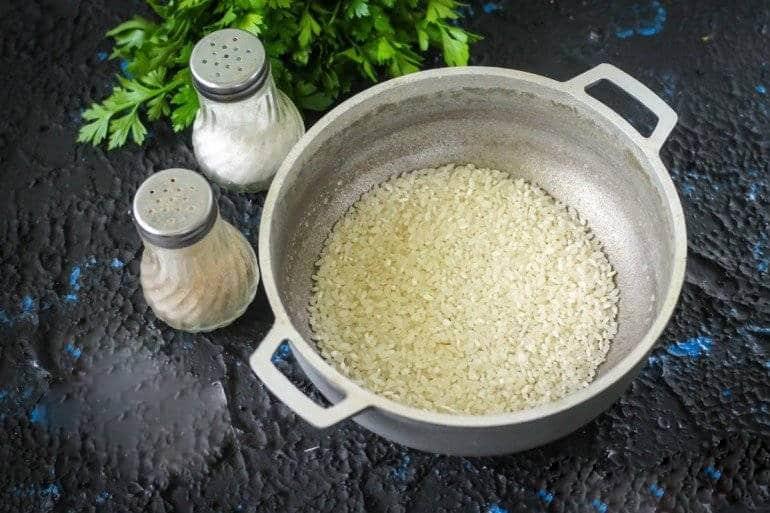 Рис в кастрюле