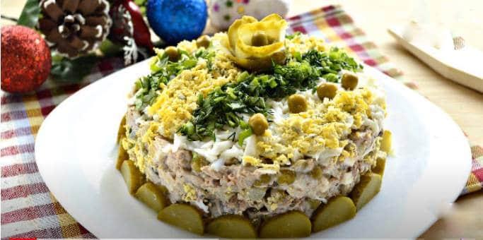 Вкусный салат из тунца и риса
